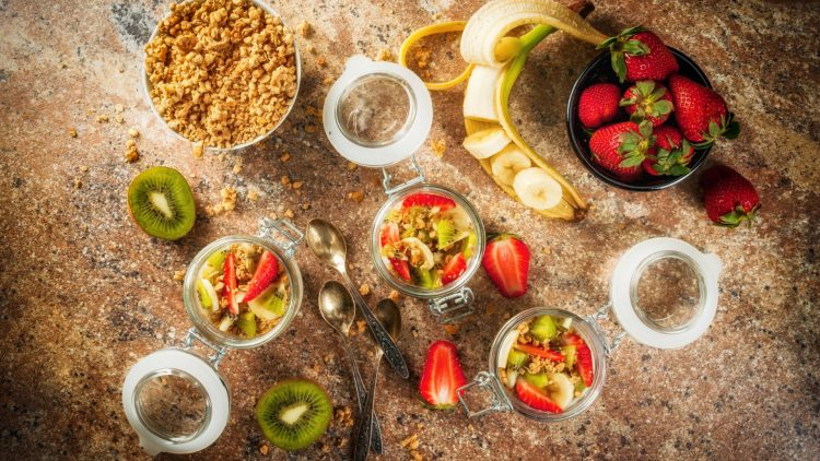 Vollwertiges Müsli mit Früchten