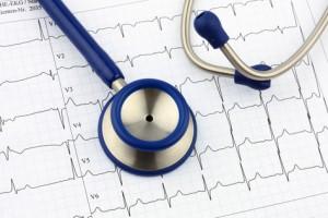 Stethoskop und EKG