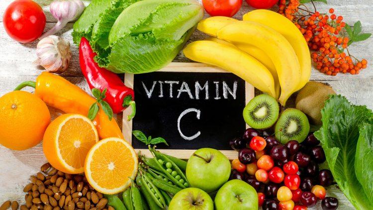 Gemüse und Obst auf einem Tisch
