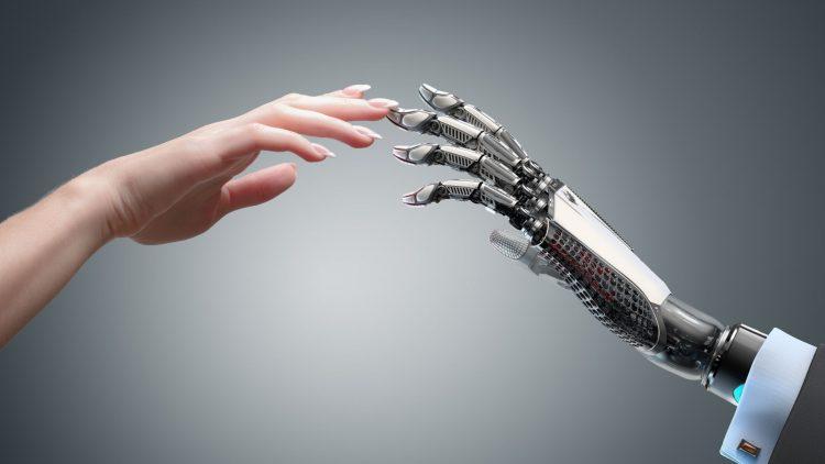 Menschliche Hand und Roboterhand