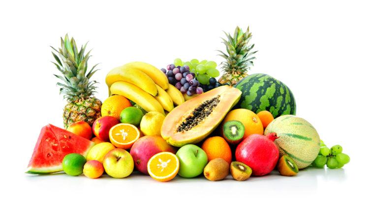 Eine Auswahl an bunten Fruechten